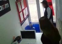 В Симферополе мужчина с топором атаковал офис микрозаймов, фото — «Рекламы Крыма»