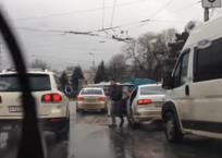 В Симферополе ямы на дорогах провоцируют беспредел и агрессивность у водителей ВИДЕО, фото — «Рекламы Крыма»