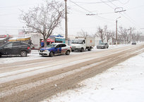 Плохо обработанные в гололед тротуары в Севастополе объяснили климатической особенностью города, фото — Рекламы Севастополя
