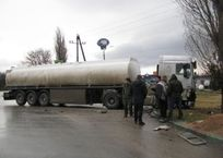 В Феодосии столкнулись автобус и бензовоз. Подробности, фото — «Рекламы Крыма»