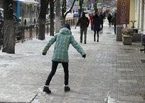 Упал в гололед или пробил колесо в яме: как жителям Крыма добиться компенсации через суд, фото — Рекламы Бахчисарая