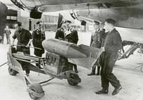 Category_focke-wulf-fw-200c-condor-kg40-loading-sc-250-bombs-02
