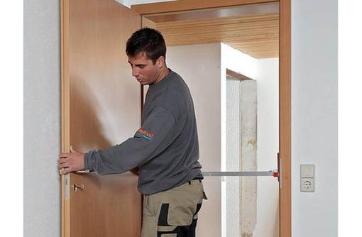 Профессиональная установка входных и межкомнатных дверей, фото — «Реклама Севастополя»
