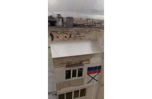 козырьки балконов верхних этажей, фото — «Реклама Севастополя»