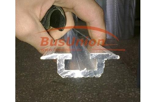 Алюминиевые салазки для установки сидений в микроавтобусе, фото — «Реклама Севастополя»