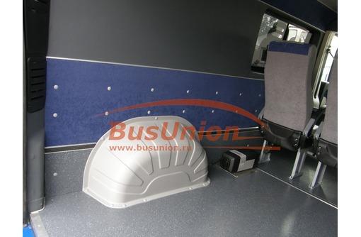 Защита колёсных арок в салоне микроавтобуса, фото — «Реклама Севастополя»