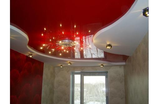 Европейские натяжные потолки в Гостинной, фото — «Реклама города Саки»