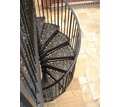 Thumb_big_exterior-staircases-spiral-frame-wrought-iron-steps-62346-5400329