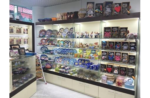Изготовление витрин, прилавков, стеллажей и торгового оборудования для магазинов из ЛДСП и стекла., фото — «Реклама Симферополя»