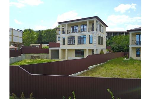 Новый двухэтажный дом в Ялте с видом на море, с гаражом и летней террасой для отдыха, фото — «Реклама Ялты»