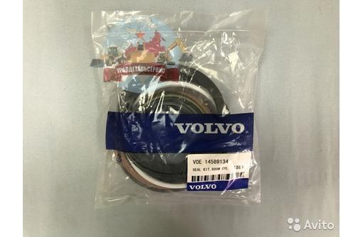 Ремкомплект г/ц стрелы 14589134 на Volvo EC240BLC, фото — «Реклама Севастополя»
