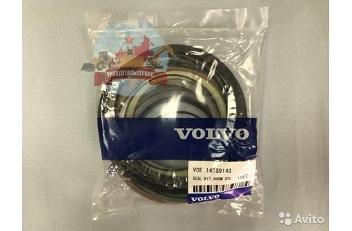 Ремкомплект г/ц стрелы 14589143 на Volvo EC460BLC, фото — «Реклама Севастополя»