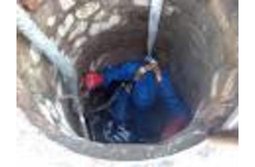 Чистка выгребной ямы вручную от ила, фото — «Реклама Симферополя»