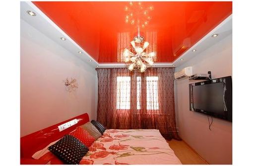 Натяжные потолки в спальне LuxeDesign, фото — «Реклама Красногвардейского»
