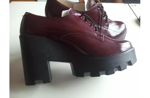Новые туфли-ботинки демисезонные на черной тракторной подошве 38 р-р, фото — «Реклама Севастополя»