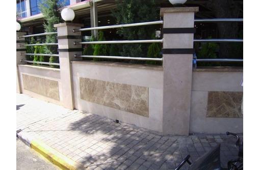 Выполняем облицовку фасадов натуральным камнем. Травертин, песчаник, гранит., фото — «Реклама Севастополя»