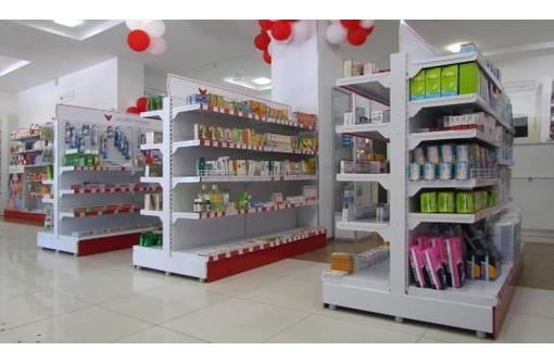 Торговый выставочный стеллаж для центра зала., фото — «Реклама Севастополя»