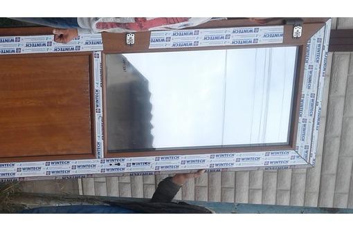 Установка входных дверей их ПВХ, фото — «Реклама Алушты»
