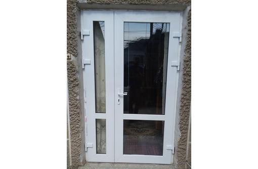 Двухстворчатые двери из металлопластика, фото — «Реклама Гурзуфа»