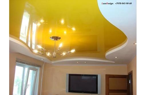 Натяжные потолки в спальне LuxeDesign, фото — «Реклама Алушты»