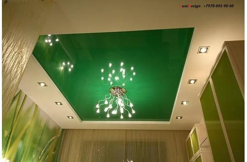 Натяжные потолки в коридоре LuxeDesign, фото — «Реклама Алушты»