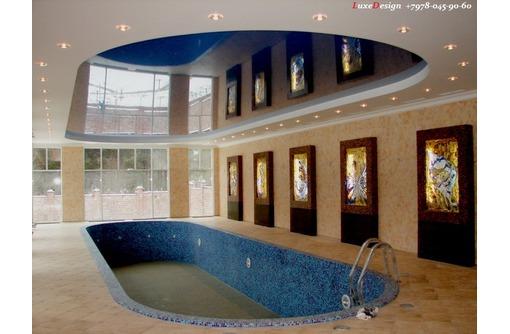 Натяжные потолки в бассейне LuxeDesign, фото — «Реклама Алушты»