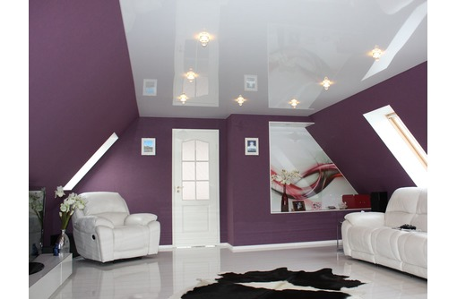 Натяжные потолки на мансарде LuxeDesign, фото — «Реклама Алушты»