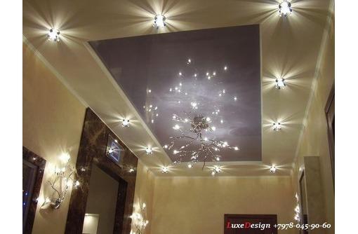 Натяжные потолки в коридоре LuxeDesign, фото — «Реклама города Саки»