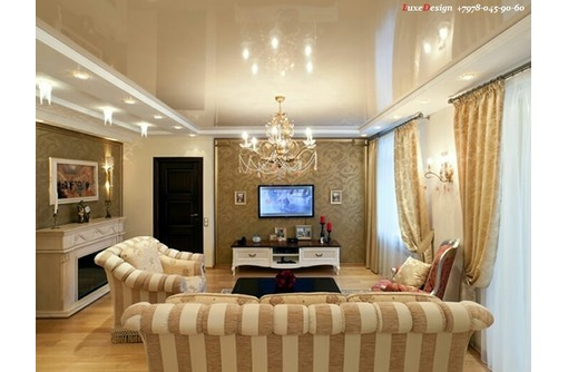 Натяжные потолки в гостинной LuxeDesign, фото — «Реклама города Саки»