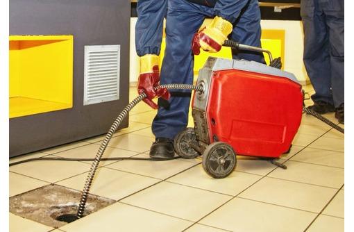 Прочистка канализации профессионалом Саки, фото — «Реклама города Саки»