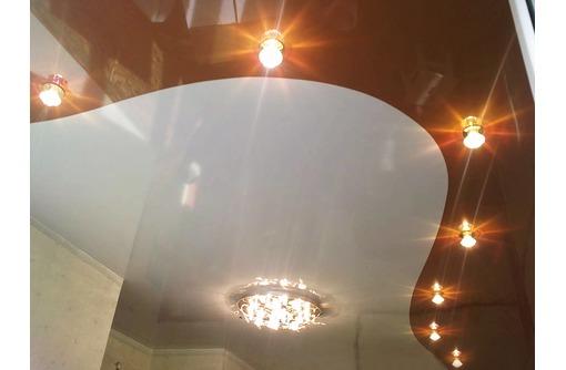 Комбинированные натяжные потолки спайка полотен-стильное решение для дома, фото — «Реклама Белогорска»