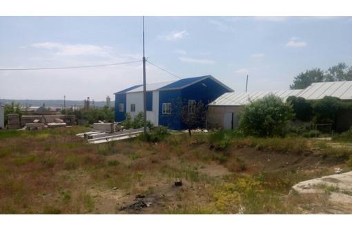Промышленная площадка с ангаром в Крыму, фото — «Реклама Керчи»