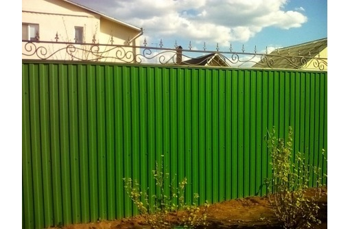 Забор из профнастила, фото — «Реклама Севастополя»
