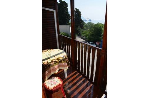 Уютный деревянный коттедж с балконом, фото — «Реклама Гурзуфа»