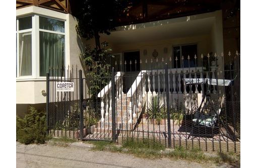 номер с террасой и двориком, фото — «Реклама Фороса»