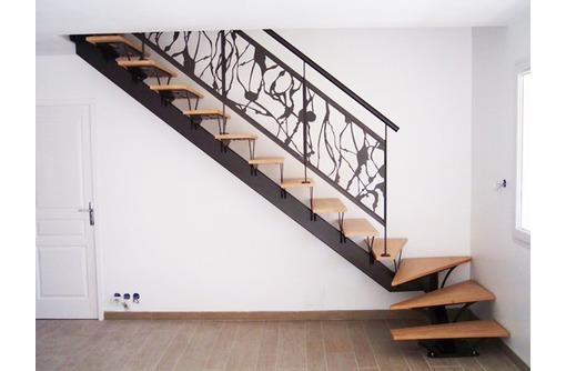 Металлические   лестницы в Севастополе, фото — «Реклама Севастополя»