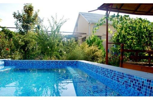 Сдается посуточно дом п. Орловка, Звездный берег, 150кв.м., бассейн, 2этажа, фото — «Реклама Севастополя»