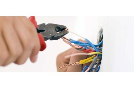 Электромонтаж, опытный электрик, фото — «Реклама Севастополя»