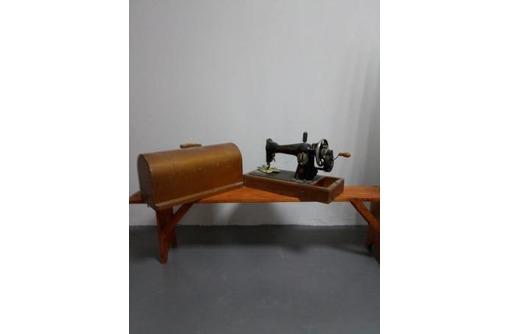 продается   ручная швейная машинка ПМЗ им. Калинина, фото — «Реклама Севастополя»