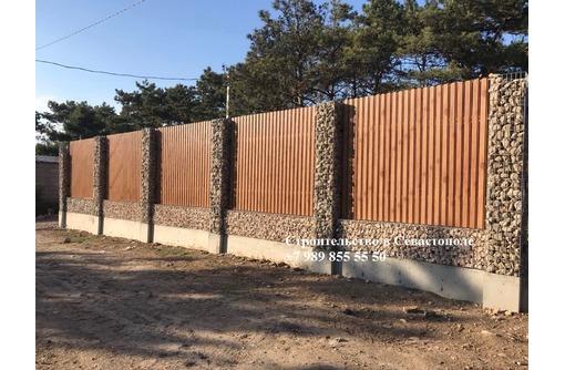 Заборы из камня в сетке. Севастополь и ЮБК, фото — «Реклама Севастополя»