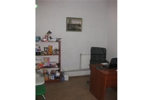 в Центре Сдается Трех-Кабинетный офис с отопление в хорошем состоянии (все коммуникации), 40 кв.м., фото — «Реклама Севастополя»