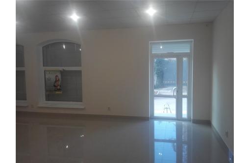 Сдается Офисное помещение в Центре в Районе пл. Восставших (большой зал+кладовая), площадью 74 кв.м., фото — «Реклама Севастополя»