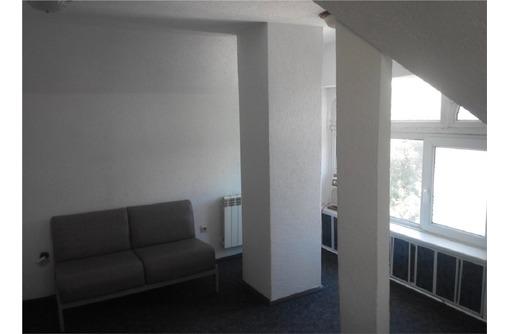 Сдается в аренду Офисный кабинет по адресу ул Кулакова, Центр (мансардный этаж), площадь 16 кв.м., фото — «Реклама Севастополя»