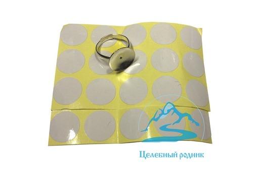 Кольцо для клея смолы. В кольце клей дольше остается жидким и свежим, не растекается и не засыхает., фото — «Реклама Алупки»
