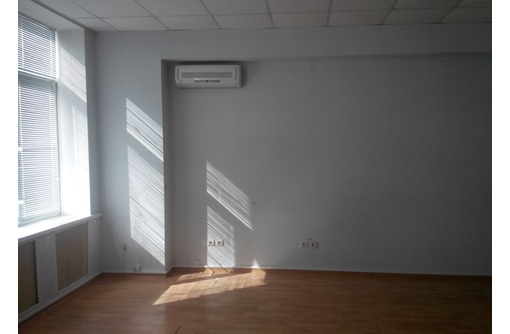 Сдается офисное помещение в Центре города Севастополя (со всеми коммуникациями), площадью 35 кв.м., фото — «Реклама Севастополя»