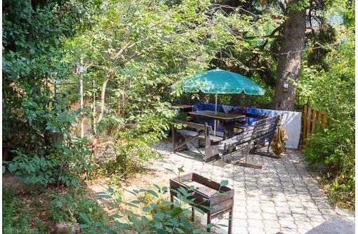 Дача в Гурзуфе, двор, 500 м. до моря, фото — «Реклама Гурзуфа»