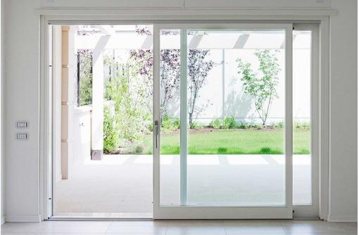 Двери раздвижные металлопластиковые, фото — «Реклама Севастополя»