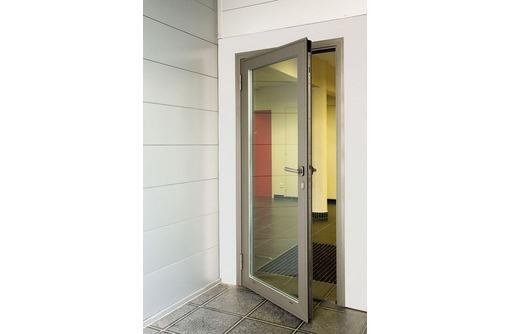 Двери одностворчатые алюминиевые Алютех хол 0,9х2, фото — «Реклама Севастополя»