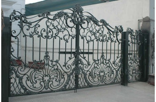 Изготовление ворот, калиток, навесов, козырьков, лестниц, решеток на окна и двери, фото — «Реклама Севастополя»