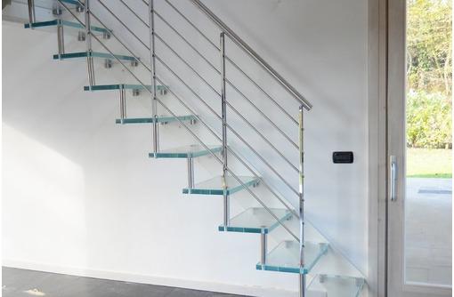 Лестница больцевая стеклянная, фото — «Реклама Севастополя»